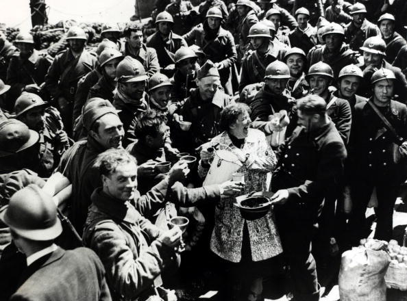 soldiers as possible, and despite the British leaving behind most of it's equipment, over 338, 000 Allied troops were brought back to England