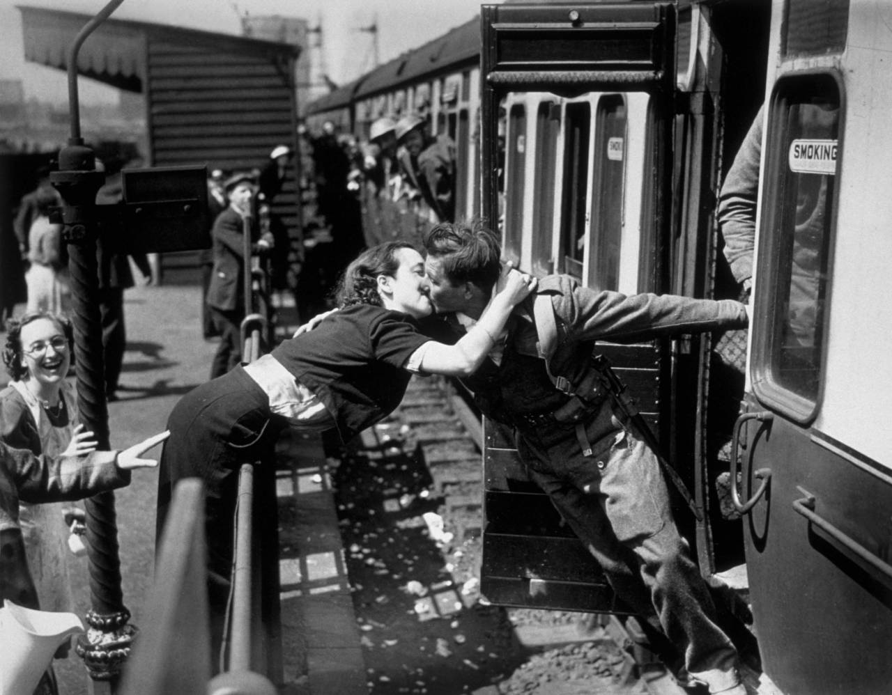 A soldier of the British Expeditionary Force, arriving back from Dunkirk, is greeted affectionately by his girlfriend. (Photo by Topical Press/Getty Images)