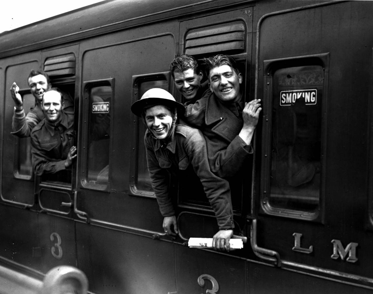 31st May 1940: Members of the British forces arrive home by train after being evacuated from Dunkirk. (Photo by H. F. Davis/Topical Press Agency/Getty Images)