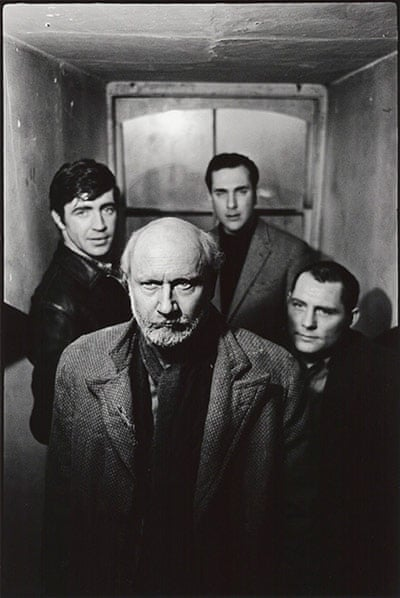 The Caretaker Group (clockwise from front- Donald Pleasence; Alan Bates; Harold Pinter; Robert Shaw), 7 January 1963 Photograph- Peter Rand
