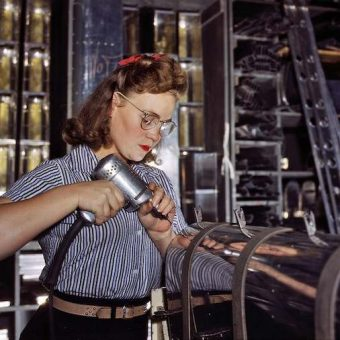 World War 2: The Office of War Information's pictures of women working on aircraft