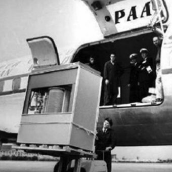1956 Hard Disk Drive – loading IBM's storage unit on a PAA jet