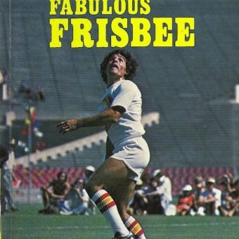 Fabulous Frisbee 1977: A model shows us the Basic Catching Postions