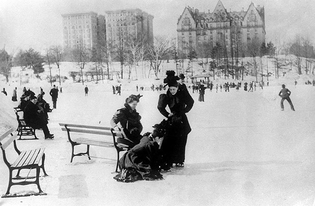 Women and men ice skate in New York's Central Park in 1893. (AP Photo)