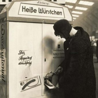 The 1931 cooked hot-dog vending machine