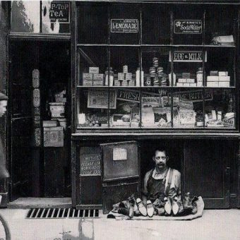 1900: The smallest shop in London
