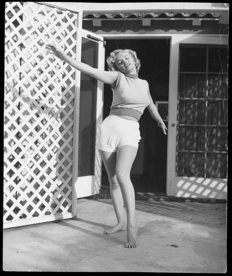 Marilyn Monroe at the Bel Air Hotel in 1952. Photographs by Andre De Dienes.