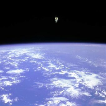 1984: Bruce McCandless takes man's first untethered flight in space