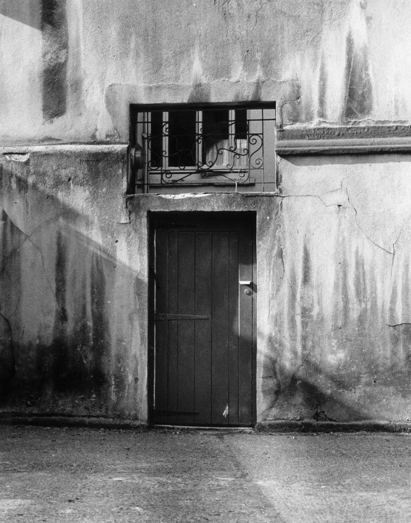13th September 1985: The back door of the home owned by British peer, Lord Lucan before his disappearance in Belgravia, Central London. (Photo by Keystone/Getty Images)