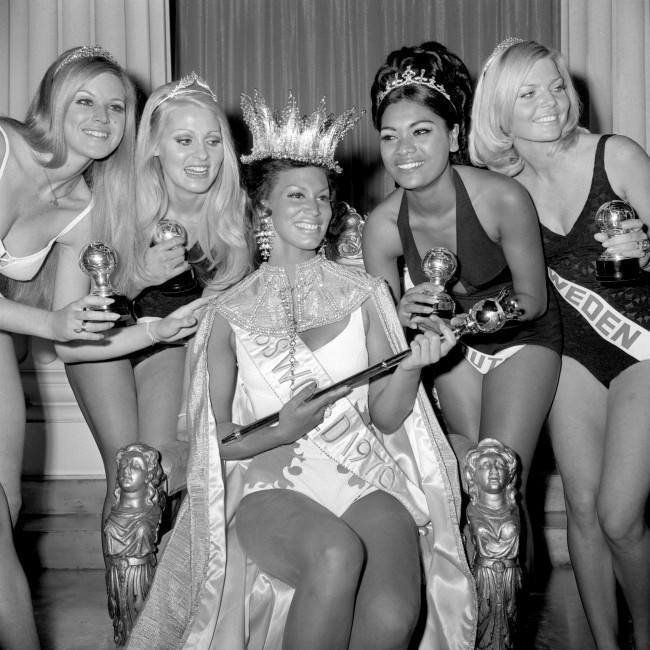 MISS WORLD 1970: Five finalists in the Miss World 1970 contest at the Royal Albert Hall - the winner, Jennifer Hosten (Miss Grenada), 22, surrounded by (l-r) Miss Israel, Miss South Africa, Miss Africa South and Miss Sweden.