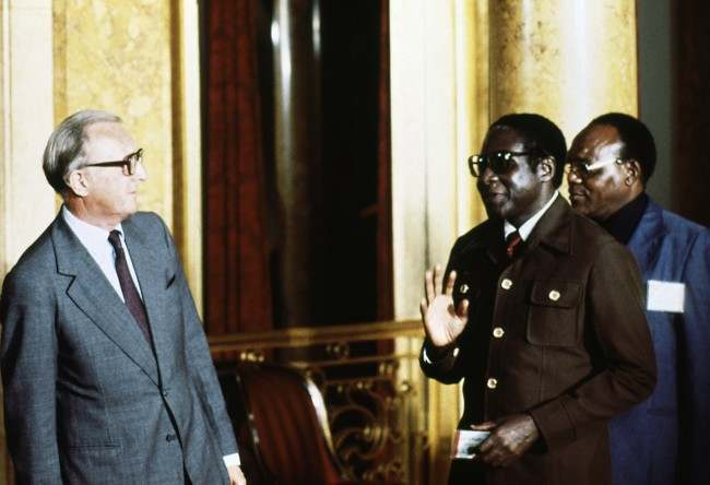On this day in photos rhodesia in crisis ian smith issues a the scene at lancaster house london after the signing of the rhodesia ceasefire agreement l r dr s mundawarara bishop muzorewa foreign secretary platinumwayz