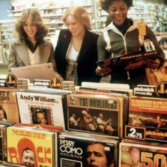 6 Offbeat Reasons Why Vinyl Is Better Than Digital