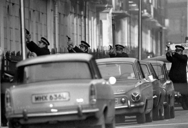Policemen draw their guns outside flat 22b Balcombe Street, Marylebone, where a middle-aged couple are being held as hostages of a group of gunmen. PA Photos/PA Archive/Press Association Images