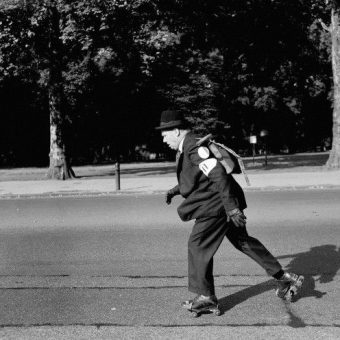 1959 Louis Bleriot Race: Lt Commander W.G Boaks Sets Off From Marble Arch By Rollerskates