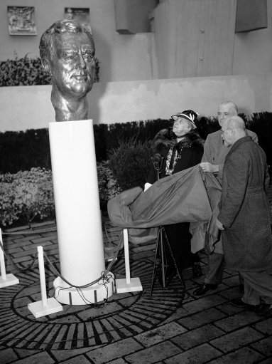 A nickel silver bust of Franklin D. Roosevelt was unveiled on April 26, 1939 in the sculpture court of the Federal Court of the Federal Building of the New York World's Fair by Mrs. Sarah Delano Roosevelt, the President's Mother, left, Edward J. Flynn, U.S. commissioner to the fair, is in the center with Walter Russell, the sculptor, at right. This is the first large piece of sculpture to be made in this medium. (AP Photo)
