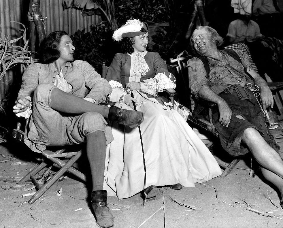 Errol Flynn Olivia De Havilland And Guy Kibbee During A Break Onset