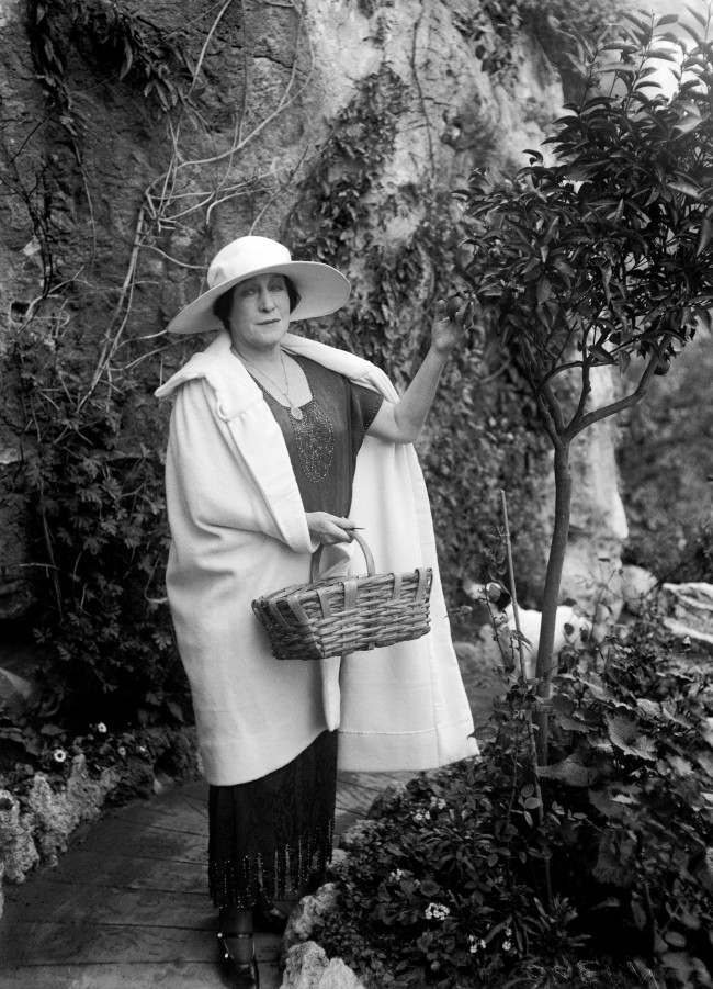 Former actress Lillie Langtry picking fruit from a tree in the garden of her home in Monaco in 1922. She achieved notoriety by being the mistress of King Edward VII. She died in Monaco in 1929. PA/PA Images/Press Association