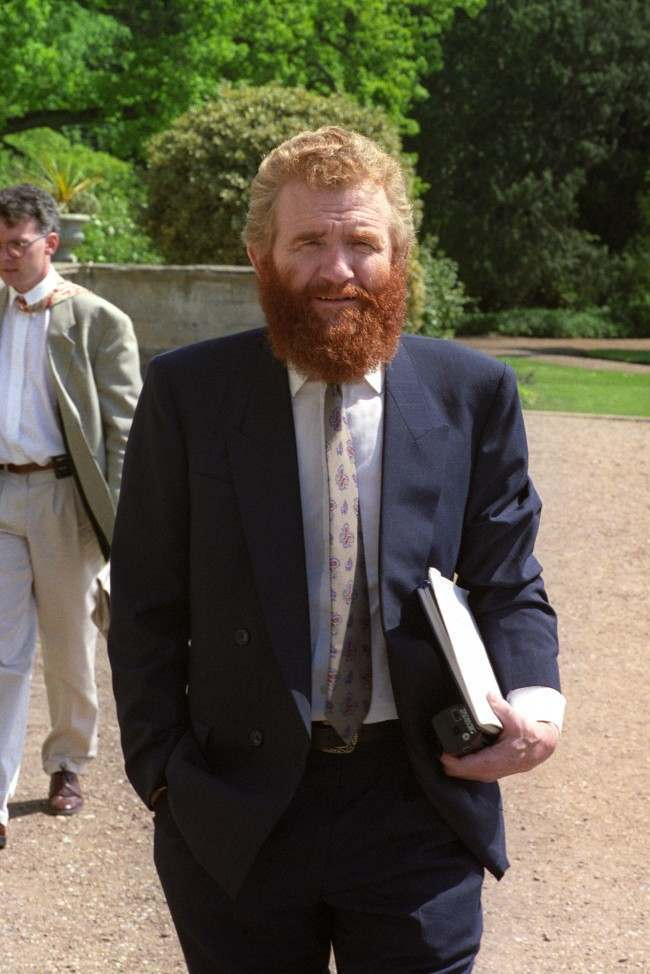 BERNARD JOHNSON ONE OF THE SURVIVORS OF THE M1 AIR CRASH AT THE INQUEST IN PRESTWOLD HALL, LEICESTERSHIRE Date: 18/05/1990