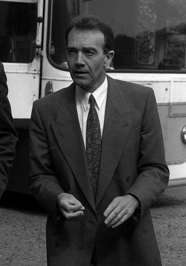 First Officer David McClelland arrives to give his evidence at the inquest into the deaths of 47 people in the MI Air Crash. Date: 17/05/1990