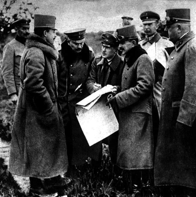 1918: The German Kaiser (3rd left) and the Emperor of Austria (2nd left) studying a map of Northern Italy during a visit to the Italian Front.