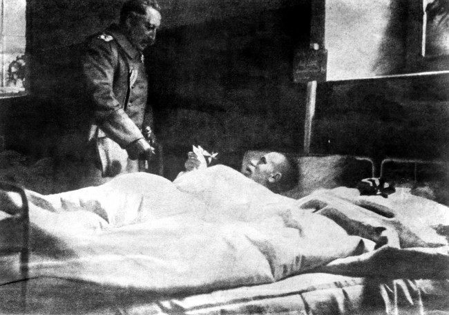 Kaiser Wilhelm II awards an Iron Cross to a wounded soldier