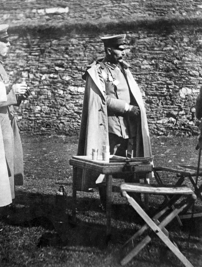 Kaiser Wilhelm II of Germany sets the Thermos fashion for Zeppelin Huns who raided London. 1915