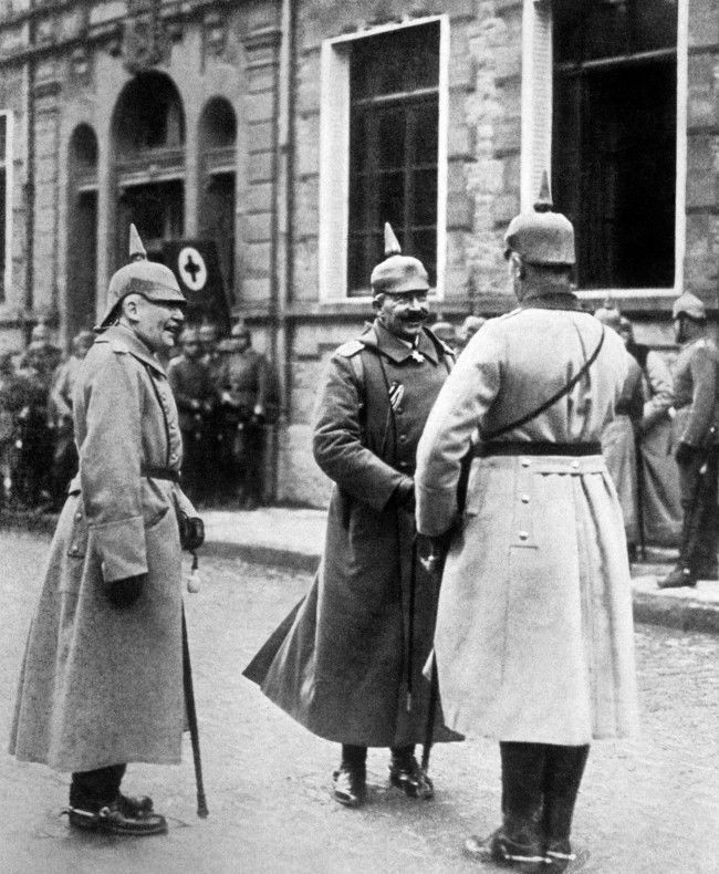 Kaiser Wilhelm II in conversation with an officer. On the left is General von Einem.