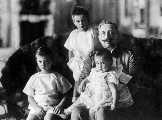 Kaiser Wilhelm II with his grandchildren. From left to right: Prince Wilhelm, Prince Louis Ferdinand and Prince Hubertus.