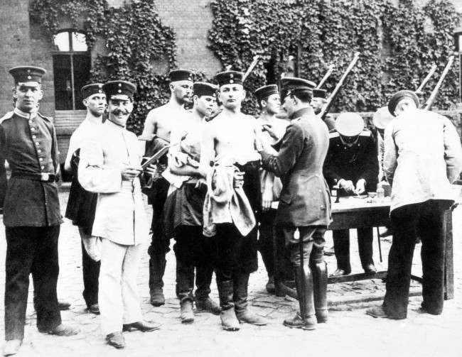 German soldiers are vaccinated in Berlin at the beginning of the First World War.