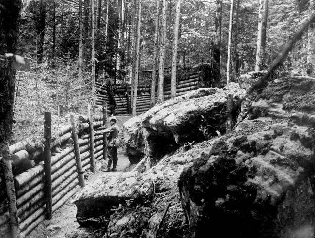 GERMAN SOLDIERS MANNING TRENCHES IN THE VOSGES REGION OF FRANCE. 1915.