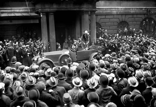 American film star Tom Mix leaving mansion House after meeting the Lord Mayor. Date: 15/04/1925