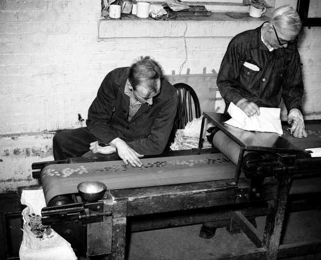 Making Gold Sovereigns at the Royal Mint 1958 The finished coins are closely inspected on the conveyor belt for faults