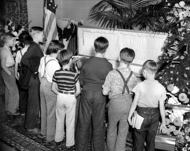 School children file by the casket of their hero and idol, screen cowboy Tom Mix, as his body lays in a public viewing in Los Angeles, Calif., on October 15, 1940. The movie star was killed in a highway accident in the Arizona Desert. (AP Photo)