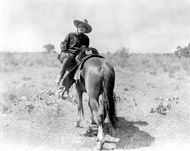 TOM MIX FIRES FROM HORSE: 1920