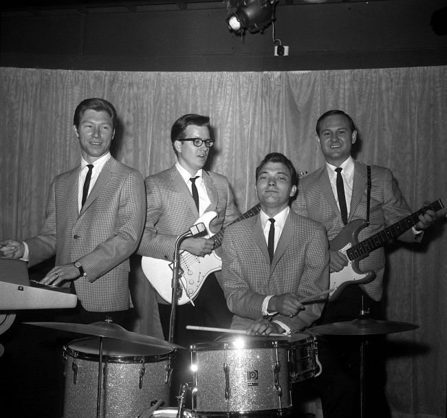 Buddy Holly's backing group The Crickets in London. L-R: Glen Dee Hardin; Buzz Cason; Jerry Allison and Sonny Curtis (Buzz has taken the place of Jerry Naylor due to illness for their British visit). Date: 22/06/1964