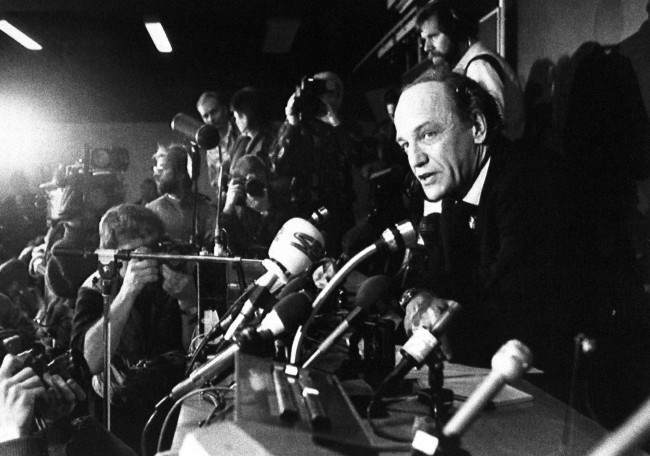 Stockholm police commissioner Hans Holmer at Tuesday's news conference on, Mar. 4, 1986 where he announced a 500,000-kronor (70,000-dollar) reward for information leading to the arrest of the killer of Sweden's Prime Minister Olof Palme.