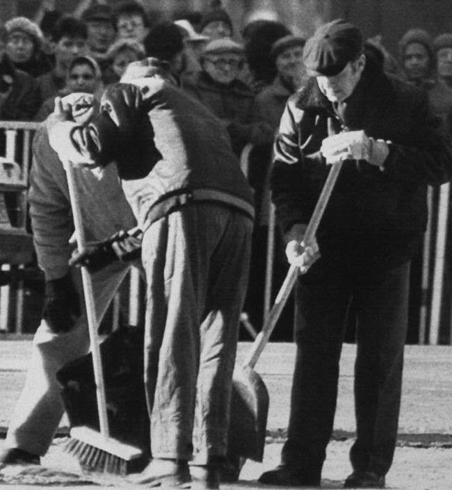 Swedish police technicians sweep the site where Swedish Prime Minister Olof Palme was slain in Stockholm Friday evening. The search for physical evidence and other clues continued on Saturday, March. 1, 1986 in Stockholm.