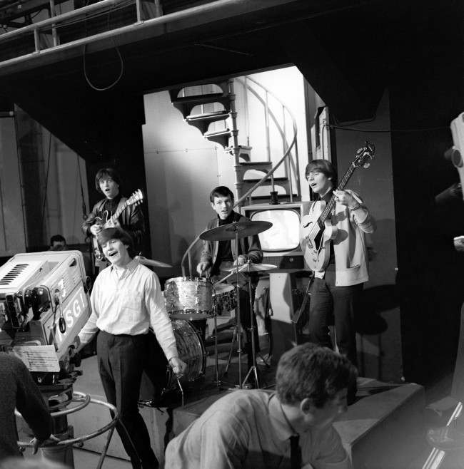 Wayne Fontana and the Mindbenders performing on Ready Steady Go