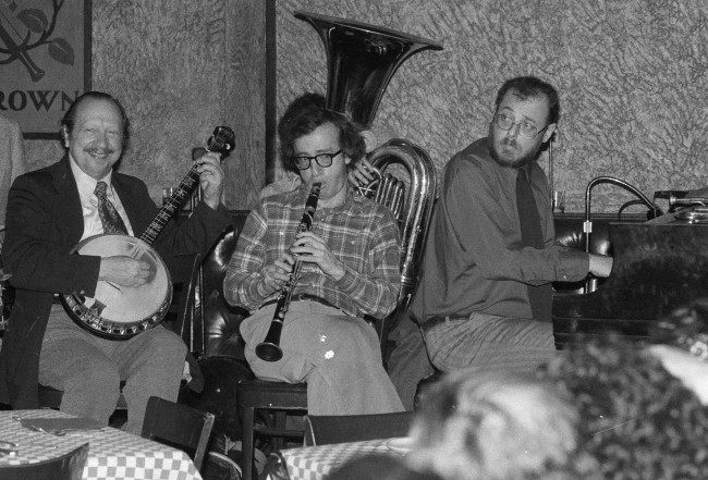 "Up for several Oscars in connection with ""Annie Hall,"" Woody Allen plays clarinet with band at New York's Michael's pub Monday, April 3, 1978, as the academy awards ceremonies were getting underway in Los Angeles. (AP Photo/Ray Stubblebine)"
