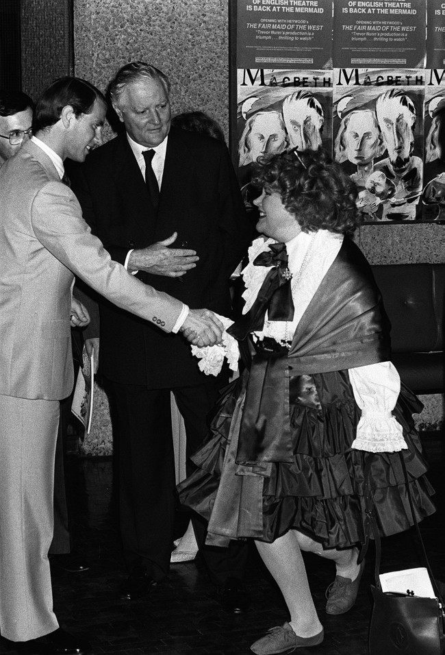 "PRINCE EDWARD IS WELCOMED TO LONDON'S BARBICAN CENTRE BY LORD AND LADY ROTHERMERE BEFORE A CONCERT TO LAUNCH A SERIES OF ""SUMMER POPS"" BY LONDON SYMPHONY ORCHESTRA Date: 07/07/1987"