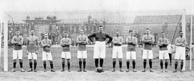 "Chelsea team group in the goal at Stamford Bridge. Left to right; James Watson, Bobby McRoberts, George Key, Jimmy Windridge, Mackie, goalkeeper William ""Fatty"" Foulke (Captain), David Copeland, Jack Robertson, Bob McEwan, Martin Moran and Jack Kirwan. Date: 01/08/1905"