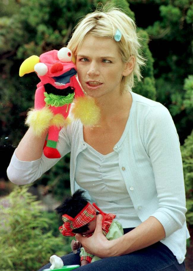 PA NEWS PHOTO 16/7/98 TV AND RADIO PRESENTER ZOE BALL ANNOUNCES THE WINNERS OF THE 1998 BBC TOYBOX GOOD TOY AWARDS AT LONDON ZOO. Date: 16/07/1998