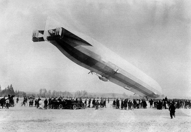 The German Army Zeppelin LZ-16 (Z-IV)under the command of Oberleutnant Jacobi, which had strayed of course, due to bad weather, into French territory, coming down to land voluntarily at Luneville. Date: 14/03/1913