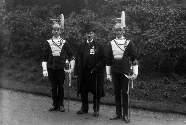 Sergeant James Mustard (80), formerly of the 17th Lancers, flanked by two serving members of the regiment. Mustard (who died on 4th Feb 1916) was the last survivor of the 17th Lancers who took part in the charge of the Light Brigade at the Battle of Balaclava in 1854. MARCH 28: Today is the day that the Crimean War began, in 1854. Pictured here in 1912, is the Crimean War veteran Sergeant James Mustard (80), formerly of the 17th Lancers, flanked by two serving members of the regiment. Mustard (who died February 4th, 1916) was the last survivor of the 17th Lancers who took part in the charge of the Light Brigade at the Battle of Balaclava in 1854.