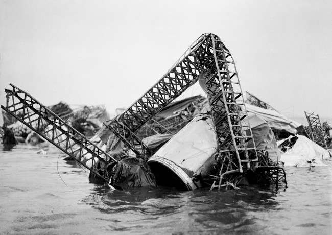 The scene of the airship disaster. The mass of tangled wreckage of the R38 (also known as ZRII) to be seen at low tide in the Humber Estuary. 27 Britons and 16 Americans were killed when the airship exploded during a trial flight over Hull on 24th August 1921.