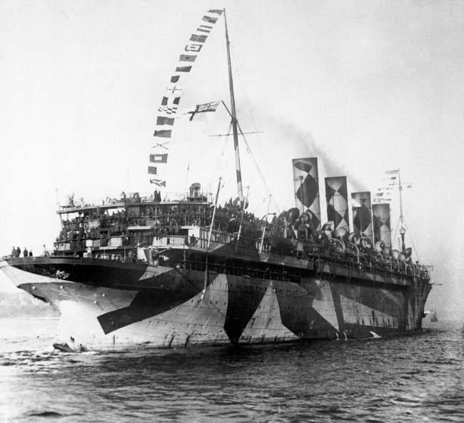 The RMS Mauretania, sister ship of the ill-fated 'Lusitania', arriving in New York with US soldiers returning from service in the First World War. 'Mauretania' still wears her wartime 'Dazzle Camouflage', intended to confuse U-Boats as to her position and length. Ref #: PA.1381868  Date: 01/01/1919