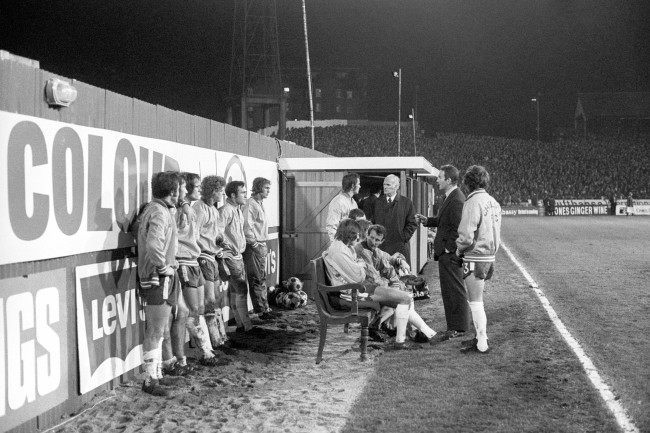 Soccer - League Cup - Semi Final - 1st Leg - Chelsea v Norwich City - Stamford Bridge Chelsea manager Dave Sexton gives his players a half-time pep talk on the pitch sidelines, with team captain Eddie McCreadie, extreme right, listening intently. Despite their endeavors, Chelsea lost 2-0 to Norwich City in the first leg of the League Cup semi-final. Date: 13/12/1972