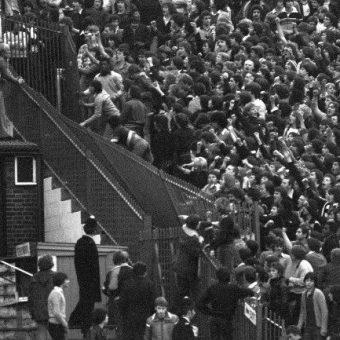 Spurs And Chelsea Fans Fightiing In 1978: The Lone Hooligan On The Roof