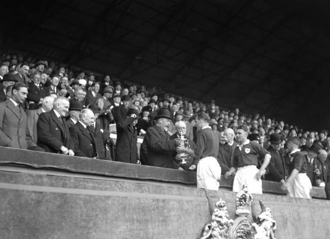 King George V presents the FA Cup trophy to Arsenal captain Tom Parker