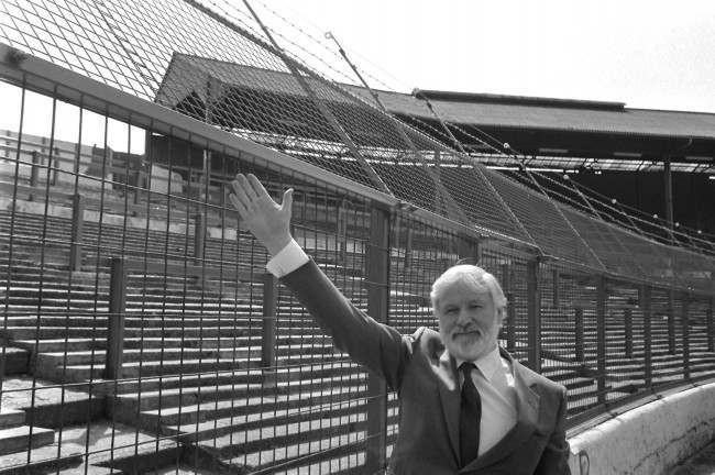 Chelsea chairman, Ken Bates, indicating the controversial anti-hooligan 12-volt electric wire on top of the 12ft high fence screening spectators from the pitch at Stamford Bridge football ground when it went on public show for the first time. NULL Ref #: PA.1896191  Date: 24/04/1985